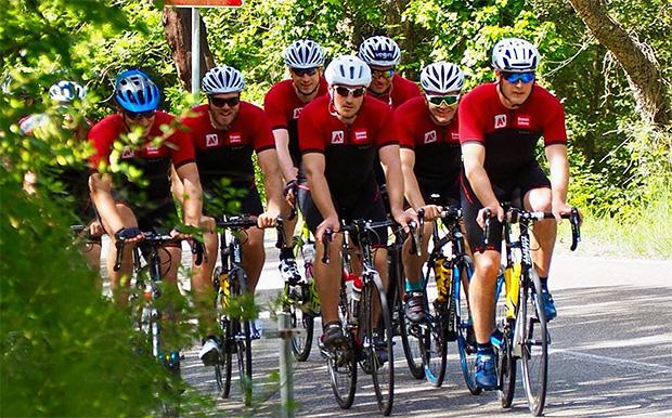 Matthias Mayer und Co. trainieren fleißig mit dem Rennrad (© ÖSV Austria Ski Team)