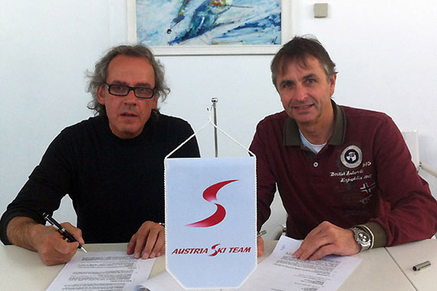 Angelo Maina, Leiter Rennservice Rossignol, (li.) und Austria Ski Pool-Geschäftsführer Reinhold Zitz bei der Vertragsunterzeichnung. (Foto: ÖSV)