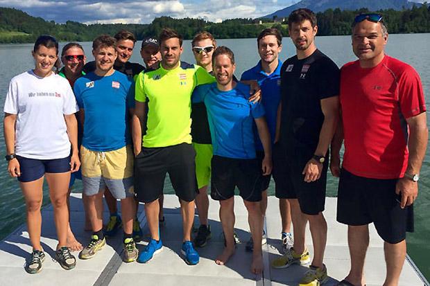 Die neu gegründete Herren-Gruppe um Willi Zechner (re.) absolvierte unter den Augen von Rio-Medaillenhoffnung Magdalena Lobnig (li.) ein Rudertraining. (Foto: ÖSV)