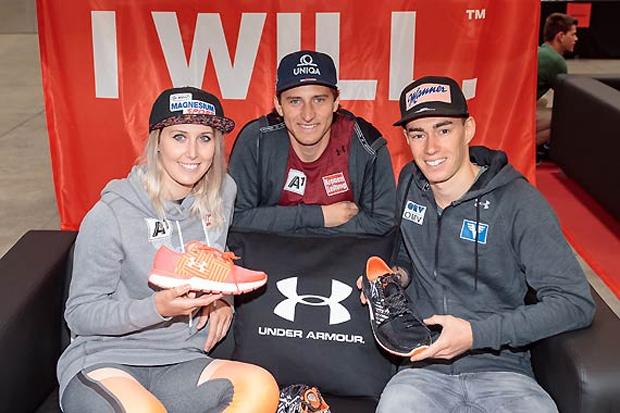 Conny Hütter, Matthias Mayer und Stefan Kraft fassten heute auch ihre neuen Trainingsschuhe aus. (Foto: ÖSV/Erich Spiess)