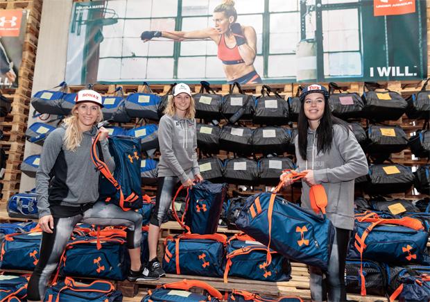 Paradiesische Zustände: Eva-Maria Brem, Bernadette Schild und Stephanie Brunner bei der Sommereinkleidung. (Foto: ÖSV/Erich Spiess)