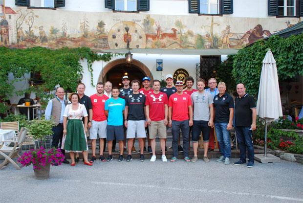Die ÖSV-Speedherren fühlten sich im Gasthof zur Post in St. Gilgen am Wolfgangsee sichtlich wohl (Foto: Gasthof zur Post in St. Gilgen / Facebook)