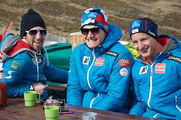 Trainer Max Zettinig und seine Schützlinge Martin Pitterle und Adrian Pertl (v.l.) können auf erfolgreiche Rennen in Südafrika zurückblicken. (Foto: ÖSV)
