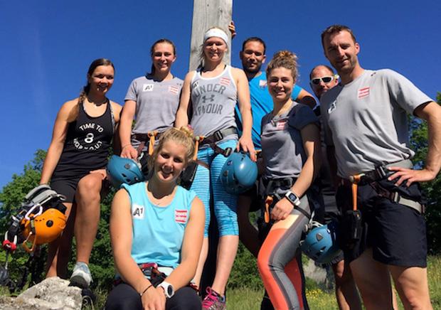 Gipfelsieg für die gesamte Gruppe mit ihren Trainern Christoph Alster und Jürgen Kerschbaummayr. (Foto: ÖSV)