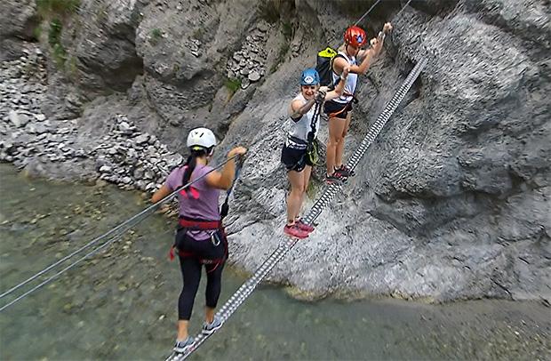 Die ÖSV-Technikerinnen  Franziska Gritsch, Katharina Truppe und Bernadette Schild (v.l.) hatten in den Klettersteigen ihren Spaß.