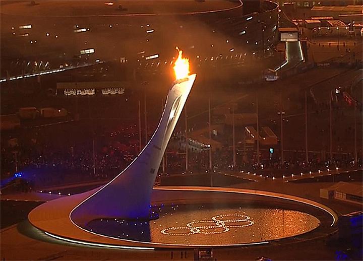 Das Olympische Feuer in Sotschi brennt