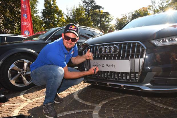 """Auch Dominik Paris holte sich beim """"Festival dello Sport"""" sein neues Dienstfahrzeug ab. (Foto: FISI / Pentaphoto)"""