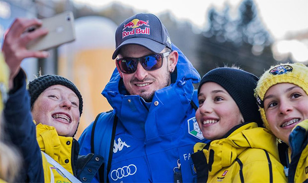 Wenn der Ski-Nachwuchs Weltcup-Luft schnuppern darf (Foto: © Saslong.org)
