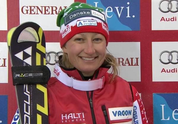 Tanja Poutiainen führt beim Slalom in Levi