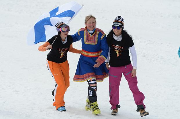 © Ch. Einecke (CEPIX) / Tanja Poutiainen wird von ihren Teamkolleginnen verabschiedet