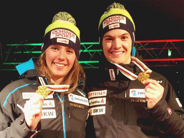 © swiss-ski.ch / Camille Rast und Loïc Meillard mit ihren Goldmedaillen.