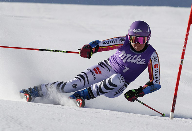 © Kraft Foods / Viktoria Rebensburg / Erfolgreiche Skirennläuferin künftig mit lila Helm am Start