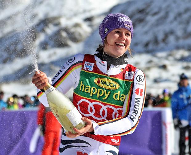 © Kraft Foods / Viktoria Rebensburg nach ihrem Sieg beim Weltcup-Opening in Sölden