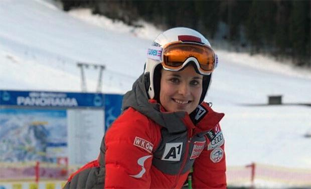 Elisabeth Reisinger freut sich über den Gewinn der Europacupgesamtwertung