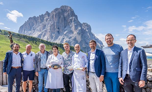 Aleksander Aamodt Kilde löst seinen Preis für den Gewinn der Südtirol SkiTrophy ein. (Foto (© IDM Südtirol/Michael Mair am Tinkhof)