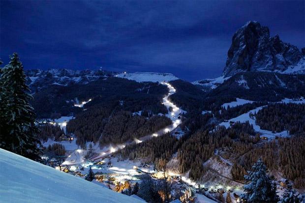© saslong.org  / Raiffeisen FIS Challenge: Zwei Nachtslaloms auf Sochers-Piste