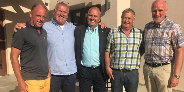 © saslong.org / Im Bild von links: Senoner, Management Direktor Hannes Huter, Medven, Willen und Fischer.