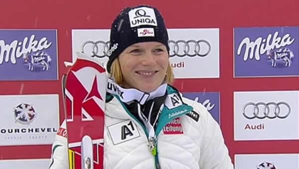 Marlies Schild führt nach dem 1. Durchgang beim Slalom in Courchevel