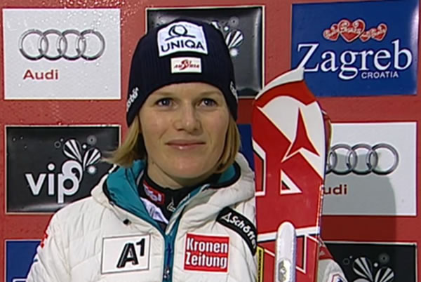 Marlies Schild führt beim Slalom der Damen in Zagreb