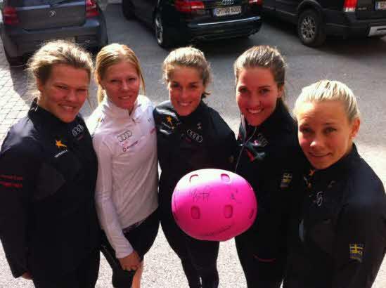 © www.skidor.com  /  Das schwedische Damenteam im Sinne der guten Sache