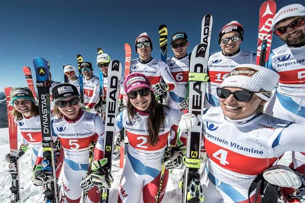 Die Athletinnen und Athleten von Swiss-Ski strahlen in die Bergsonne (Foto: swiss-ski.ch)