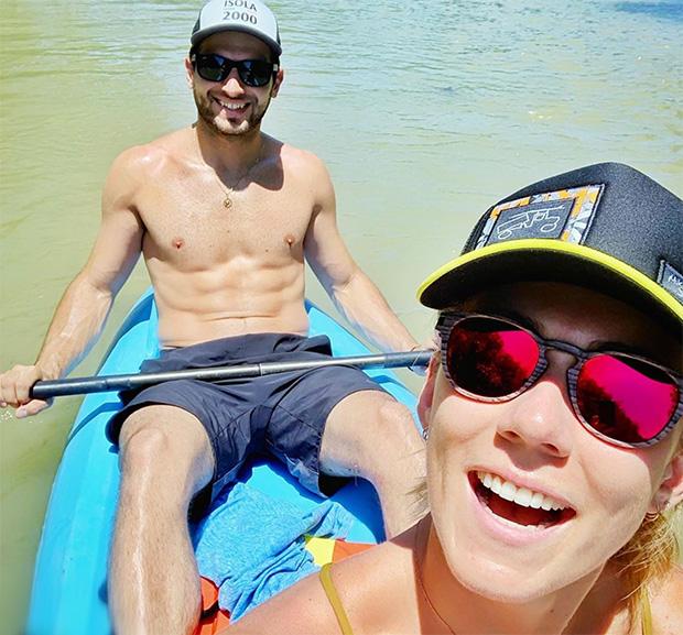 Mikaela Shiffrin und Mathieu Faivre grüßen aus Costa Rica (© Mikaela Shiffrin / Instagram)