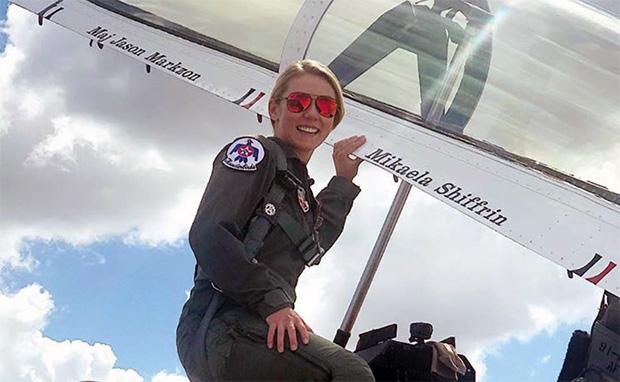 Überfliegerin Mikaela Shiffrin hebt für die US Air Force ab (© Foto: Mikaela Shiffrin / Facebook)