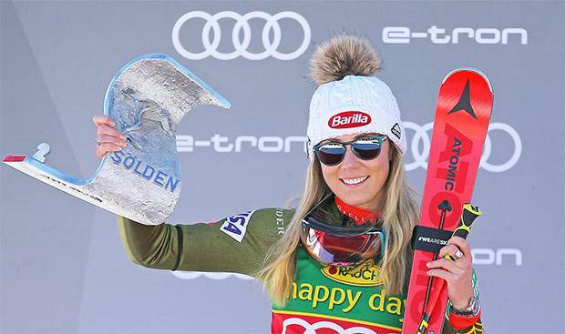 Mikaela Shiffrin stürmt beim Ski Weltcup Auftakt aufs Podest (Foto © Atomic)