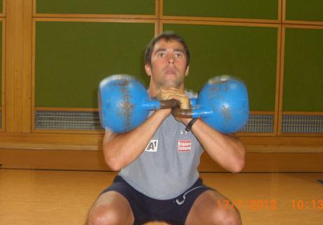 © ÖSV / Björn Sieber bereitet sich auf die kommende Saison vor - mit Kettlebelltraining.
