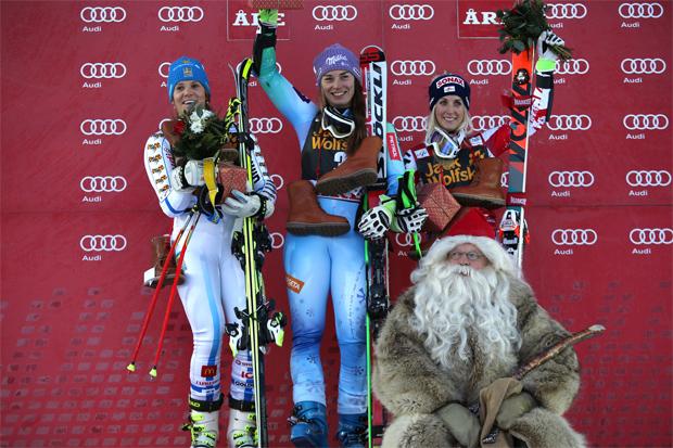 © Kraft Foods / Sara Hector, Tina Maze, Eva-Maria Brem und der Weihnachtsmann