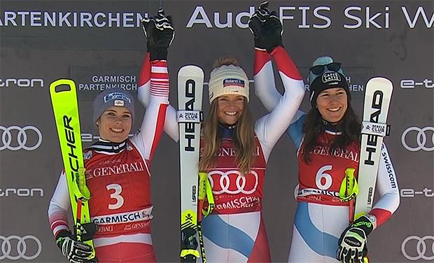 Das Podest der Siegerinnen beim Super-G der Damen in Garmisch: Nicole Schmidhofer, Corinne Suter und Wendy Holdener