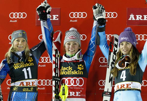 Das Siegerbild von Are mit Mikaela Shiffrin in der Mitte