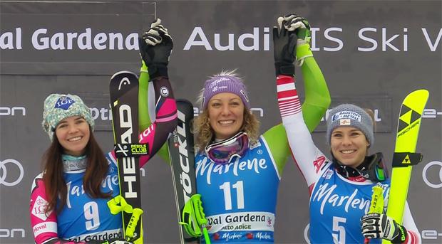 Ilka Stuhec (SLO) gelang in Gröden das Speed-Double. Die Slowenin setzte sich hauchdünn vor Tina Weirather (li.) und Nicole Schmidhofer durch, die mit fünf Hundertstelsekunden Rückstand ex-aequo Rang zwei belegten.