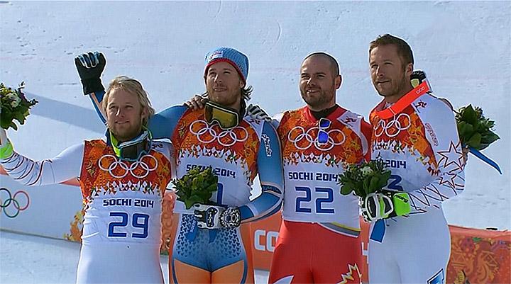Große Freude bei den vier Athleten auf dem Podium.