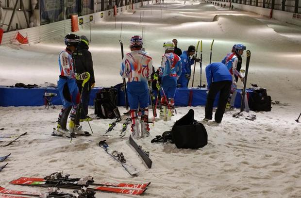 © twitter.com/Snowhallindoor / Französische Techniker trainieren in Amnéville