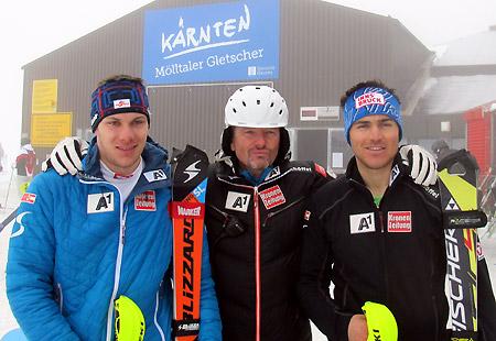Cheftrainer Mathias Berthold mit den beiden Slalom-Youngsters Michael Matt (li.) und Manuel Wieser. (Foto: ÖSV/Aichner)