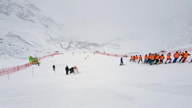 09.00 Uhr: Aktuelles Foto von der Weltcupstrecke in Sölden / Foto © Ch. Einecke (CEPIX)