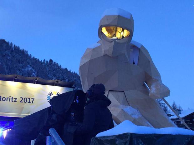 © Michael Ruckle / Die Holzfigur Edy benannt nach der St. Moritzer Skilegende Edy Reinalter