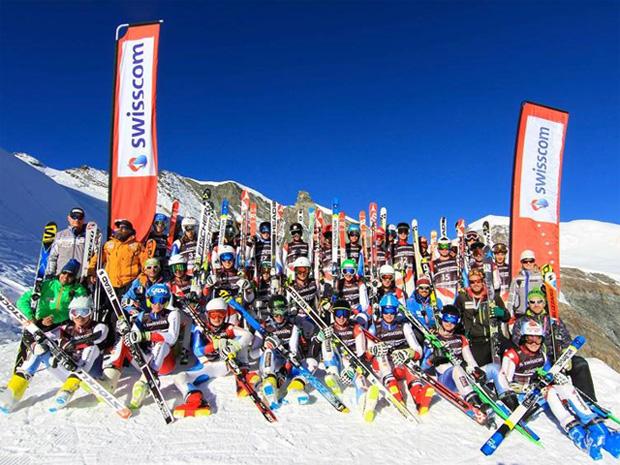Feinschliff auf dem Gletscher - 34 Athleten nahmen am Swisscom Speed-Kurs teil  (Foto: Swiss Ski.ch / Res Gnos)