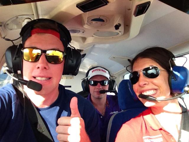 © Marc Gisin / Die Pilotin Dominique Gisin und ihre Passagiere Marc Gisin und Beat Feuz