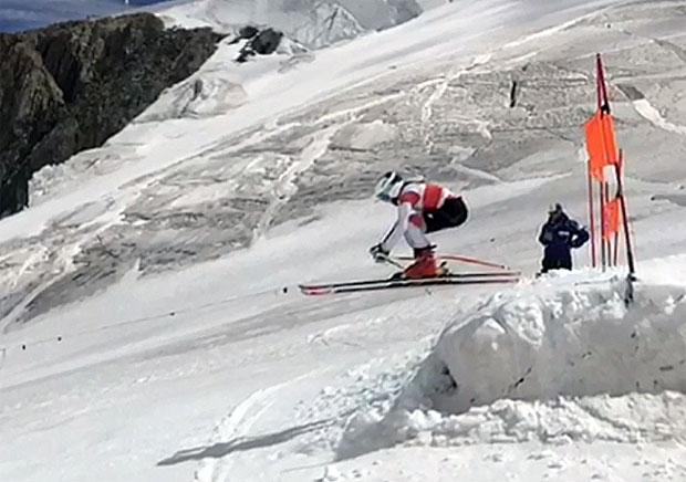 © swiss-ski.ch: Die jungen Athletinnen und Athleten übten unter anderem Sprünge zu bewältigen.