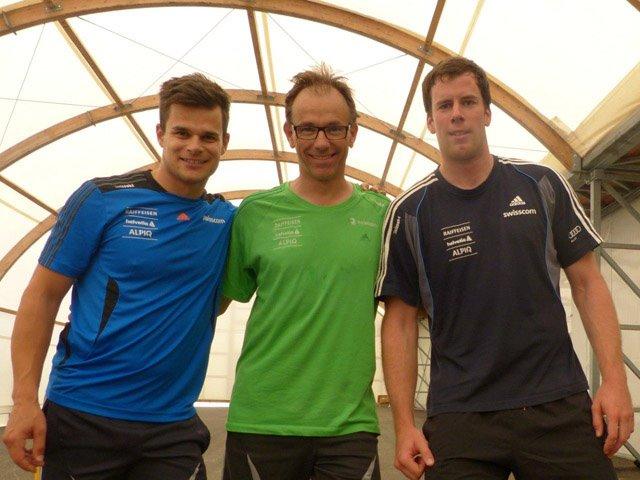 © swiss-ski.ch / Physio Philippe Pellet (mitte) mit Patrick Küng (li) und Marc Gisin (re)