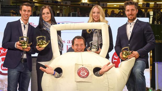 """Im Vorjahr gingen die Teekannen an Stefan Kraft (Nordisch), Anna Veith (Ski Alpin Damen), Teresa Stadlober (""""Rookie of the year"""") und Marcel Hirscher (Ski Alpin Herren) (Foto: ÖSV / Erich Spiess)"""