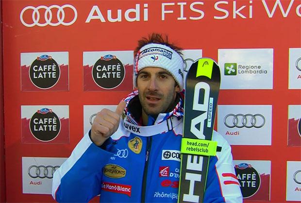 Adrien Théaux freut sich über seinen Sieg in Santa Caterina Valfurva