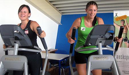 Warm-Up bei Tamara Tippler (li.) und Mirjam Puchner.  (Foto: ÖSV)