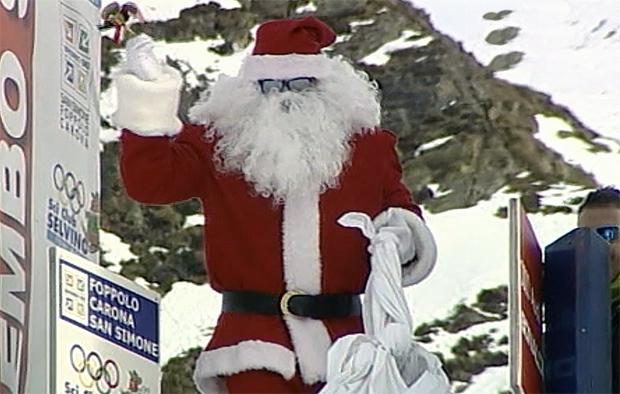 Alberto Tomba, als Weihnachtsmann verkleidete