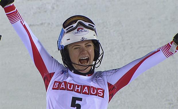 Katharina Truppe freut sich über Platz 3 beim Slalom von Levi