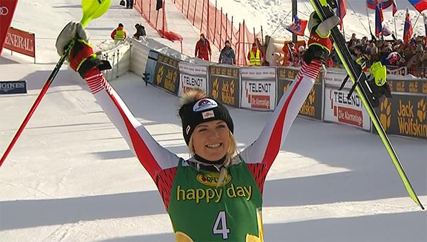 Katharina Truppe stürmt bei Slalomsieg von Petra Vlhova aufs Podest