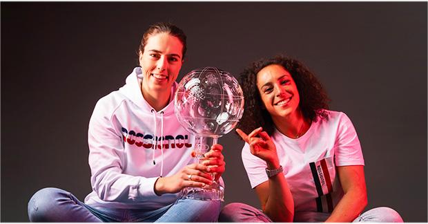 Petra Vlhová (2020/21) und Federica Brignone (2019/2020): Zwei Ski Weltcup Gesamtweltcupsiegerinnen unter sich. (Foto: © Rossignol / Alexandre Bagdassarian)