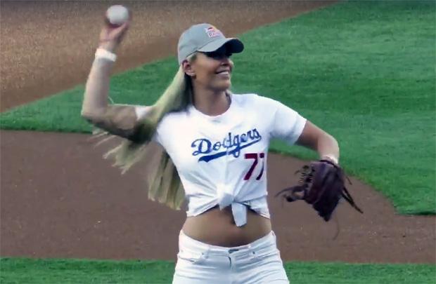 """""""First Pitch"""" von Lindsey Vonn beim Baseball-Duell Dodgers gegen Rockies"""